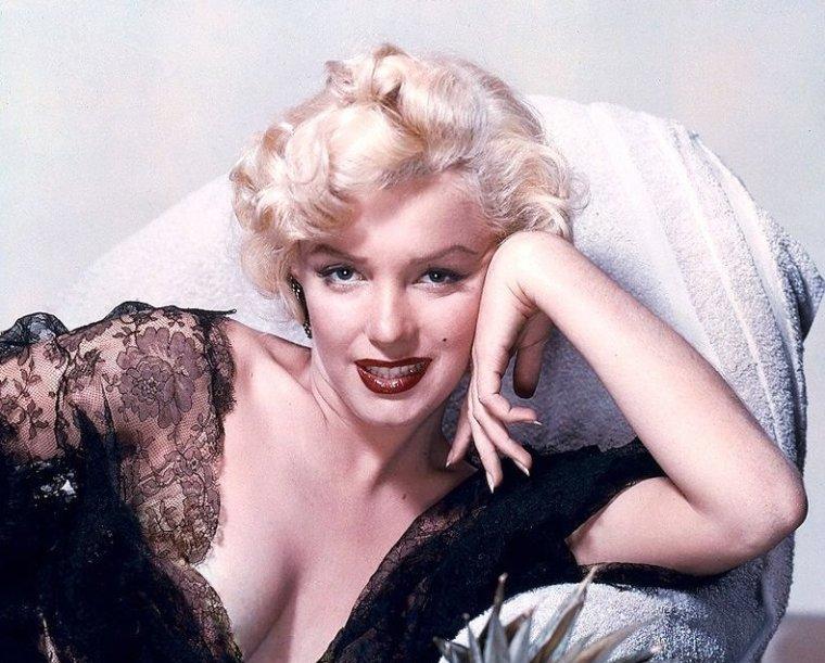 """1952, très beau portrait de Marilyn par Bruno BERNARD dit """"Bernard of Hollywood"""" avec qui elle travailla souvent, notamment lorsqu'elle ne s'appelait encore que Norma Jeane."""