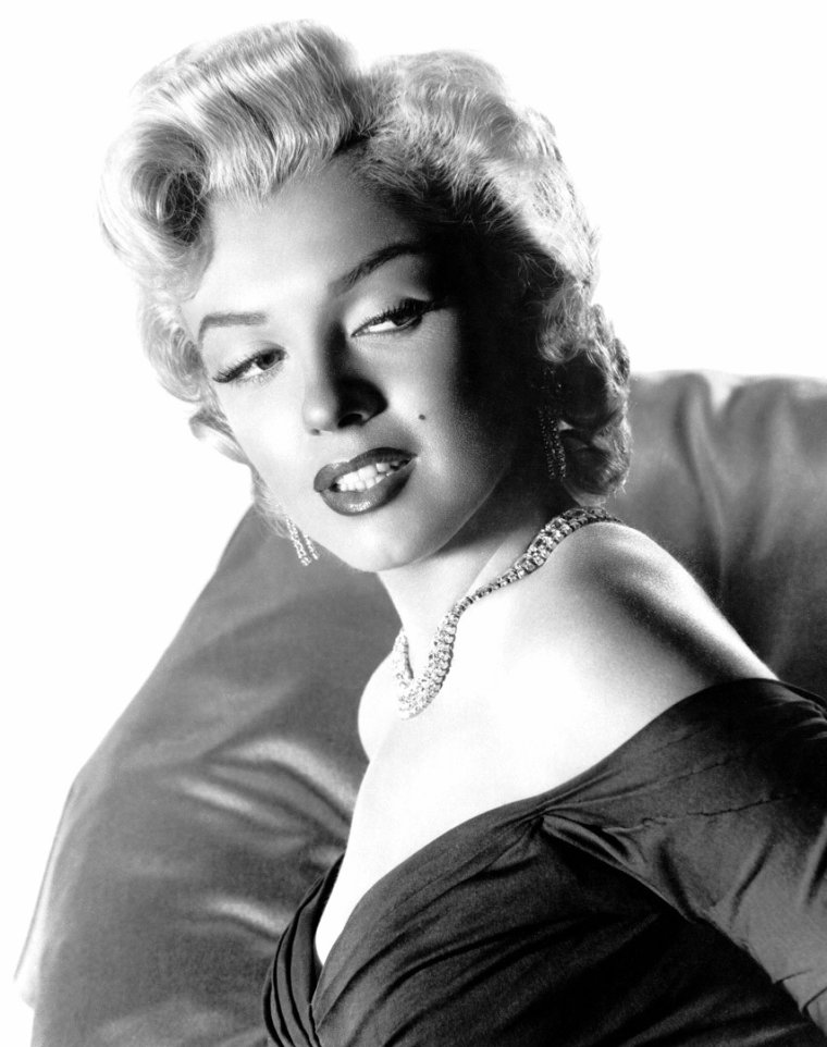 """1952, définitivement ma série photos préférée de Marilyn par Frank POWOLNY. (Marilyn portait cette robe à Atlantic-city, lors de la Première officielle du film """"Monkey business"""")."""