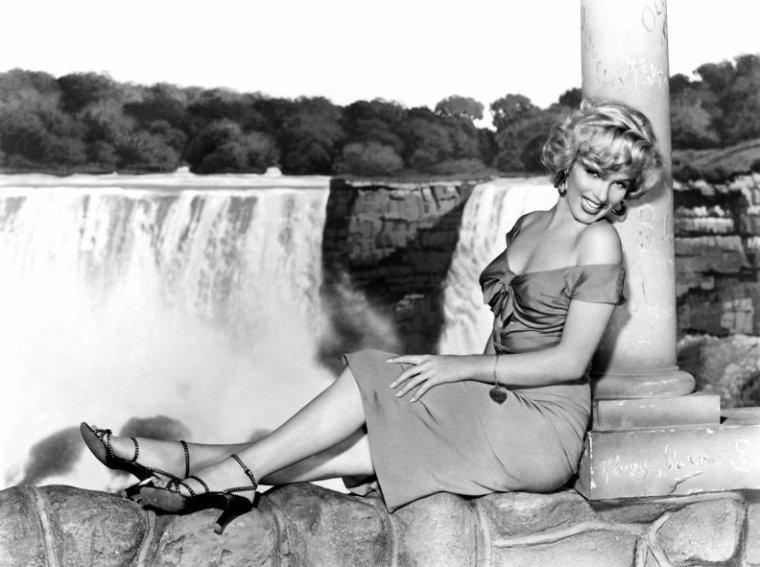 """COVER et photos publicitaires de Marilyn pour le film """"Niagara"""" d'Henry HATHAWAY (part 2)."""