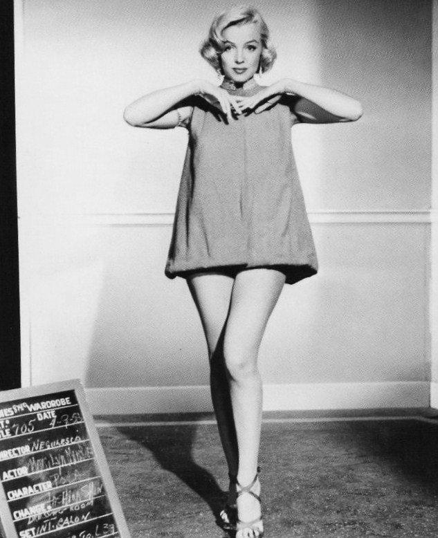 """1953, ESSAIS costumes et coiffures pour le film """"How to marry a millionaire"""" de Jean NEGULESCO."""