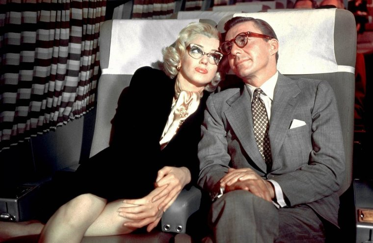 """1953 """"How to marry a millionaire"""" (Comment épouser un millionnaire) de Jean NEGULESCO / Scène où Marilyn se trompe d'avion, cachant sa myopie à son futur mari, mais elle ne le sait pas encore ! (part 2)."""