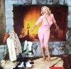 1953, on termine cette session photos sexy et glamour où Marilyn pose pour Phil BURCHMAN et John FLOREA également (les 3 photos en pyjama).