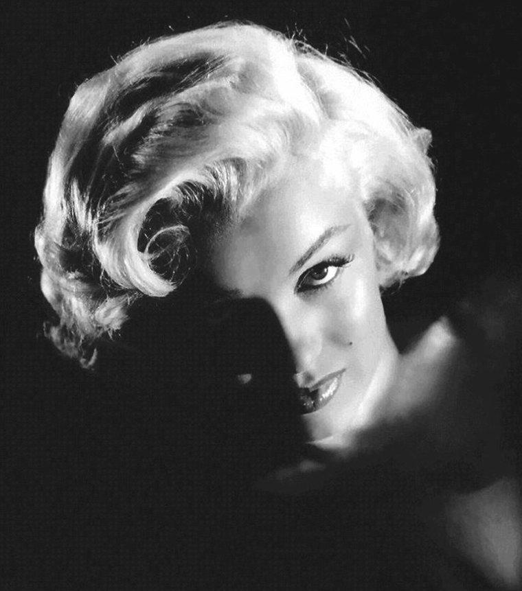 """1953, photos promotionnelles de Marilyn pour le film """"Gentlemen prefer blondes"""" de Howard HAWKS, signées Frank POWOLNY (part 2)."""