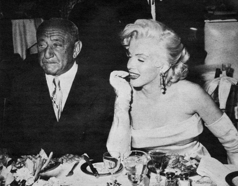 "Mai 1953, Anniversaire de Walter WINCHELL au ""Ciro's"" club à Hollywood (part 3)."