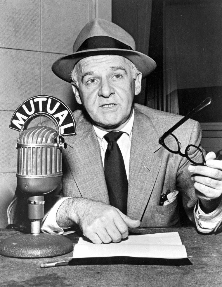 """Mai 1953, Anniversaire de Walter WINCHELL au """"Ciro's"""" club à Hollywood (part 4) / Walter WINCHELL est un acteur, journaliste et orateur américain célèbre né le 7 avril 1897 à New York, État de New York (États-Unis), décédé le 20 février 1972 à Los Angeles (Californie)."""