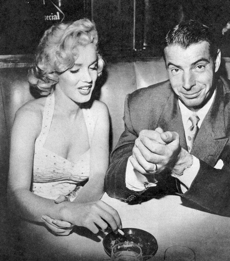 """26 Juin 1953 """"Grauman's Chinese Theatre"""" (part 6) / Après la cérémonie, Marilyn rejoint Joe DiMAGGIO au restaurant """"Chasen's""""."""