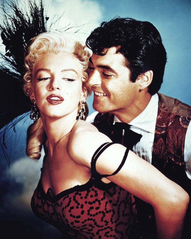 """1953, photos publicitaires de Marilyn aux côtés de Robert MITCHUM et Rory CALHOUN (ses partenaires masculins principaux dans le film """"River of no return"""") d'Otto PREMINGER."""