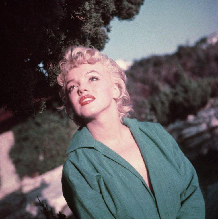 """ETE 1954, Marilyn sous l""""oeil de Ted BARON (session chemise verte, pantalon rayé) (part 3)."""