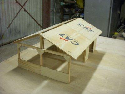 voila le premier hangar construit me reste plus qu'a faire le toit et l'interieur de l'atelier