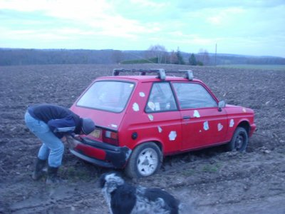 la LNA  trop bon delire dedans dans le champs un peu rater le virage elle est facile a conduire