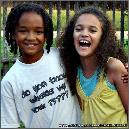 Madison Pettis And Jaden Smith Kissing JADEN RARE PICS...