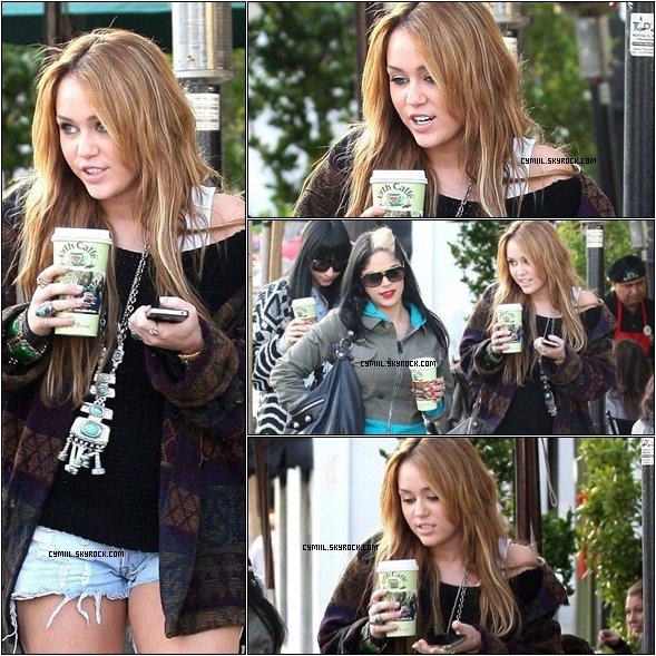 .  .  30 Décembre 2010 : Découvrez de nouvelles photos de Miley Cyrus se promenant hier à West Hollywood.   .  .