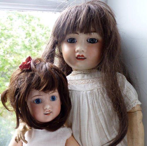V comme volonté ou absence de volonté à résister quand une poupée vous tend les bras, en disant adoptes moi.