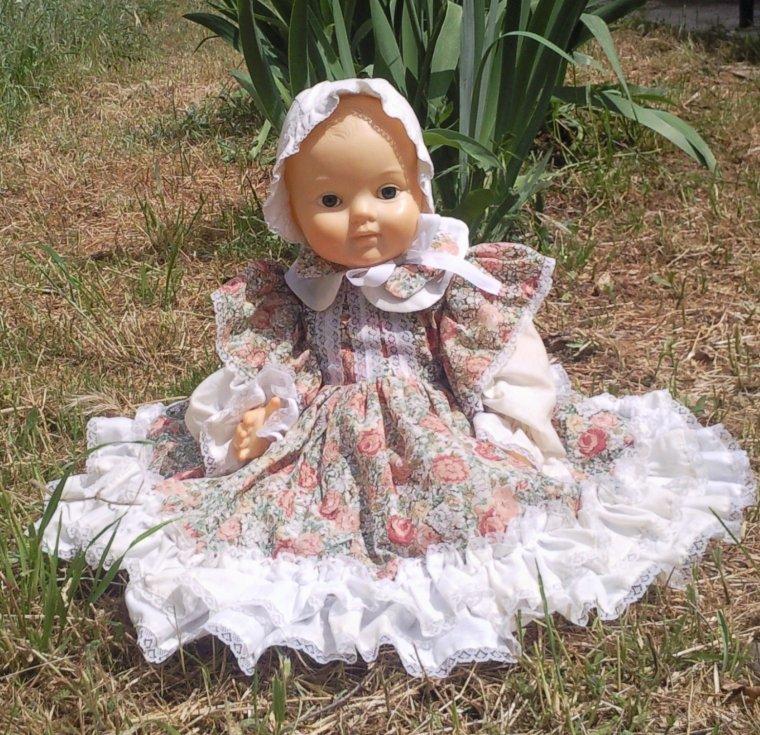 Pour faire écho à Gina, la petite maison dans la prairie, illustrée par cet adorable bébé Convert