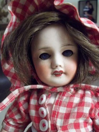Les poupées ont la cote, cette adorable  Bleuette a trouvé preneur à 755 euros