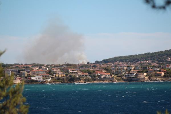 Cet après -midi, un incendie s'est déclaré  pas très  loin de chez moi.