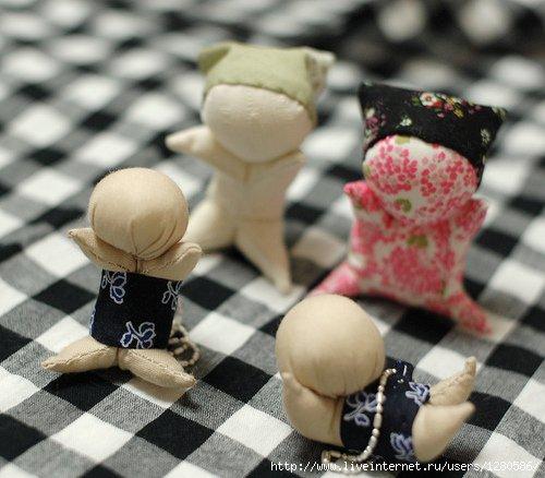 Réalises des minis poupées porte-bonheur.