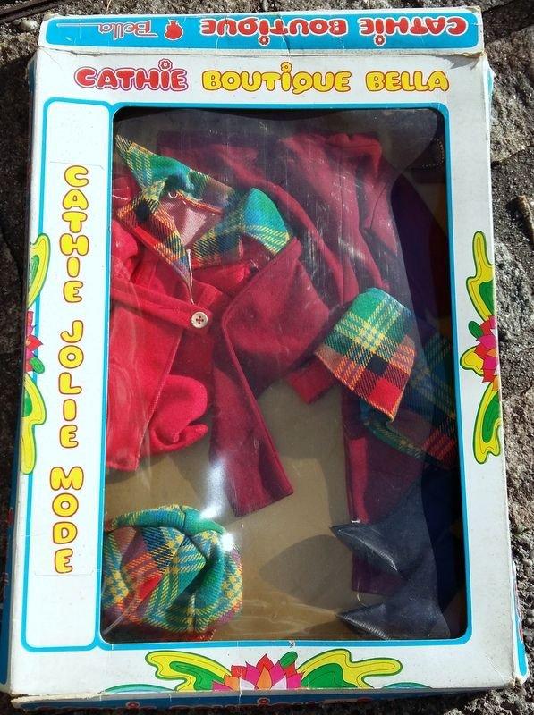 Vu  sur le fameux site d'enchères,  une tenue pour Cathie Paquerette qui s'est vendue pour...