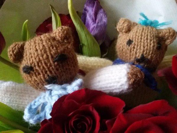 En mode ours au tricot.