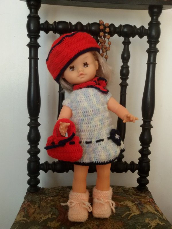 Une poupée GéGé de plus habillée.