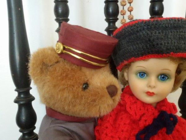 Ours et poupée.