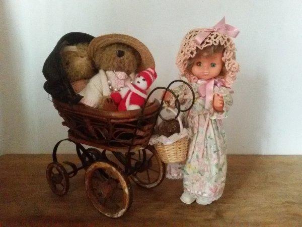 Ours et poupée GéGé