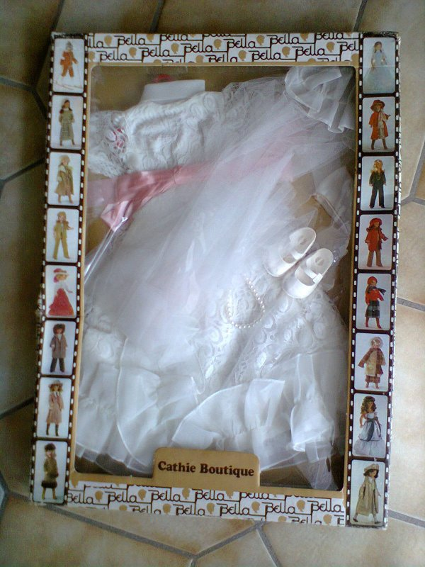 le prix des tenues pour cathie sur E..