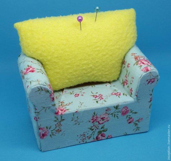 Réalises un fauteuil pour ta poupée ou pour la couture avec deux fois rien.