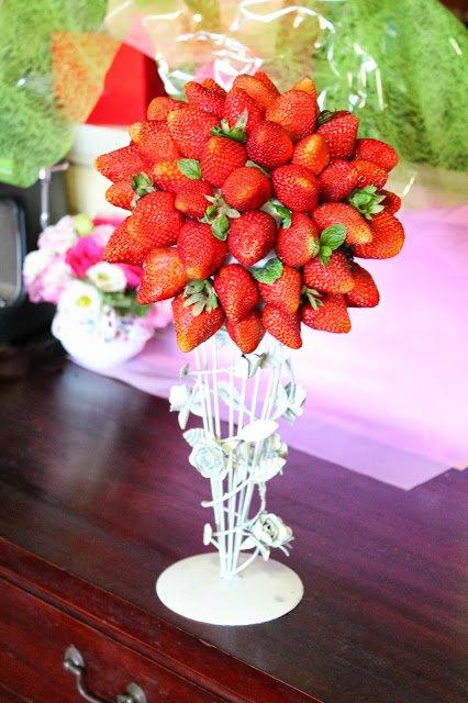 C'est la saison des fraises, une bonne idée de présentation pour la fête des mères.