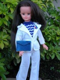 Vu sur e..., le pull de la tenue Vague, ce n'est pas celui-ci mais celui de Jerry, merci Jasonne pour l'info.