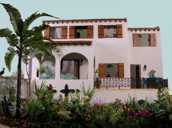 Maison miniature méditerranéenne.