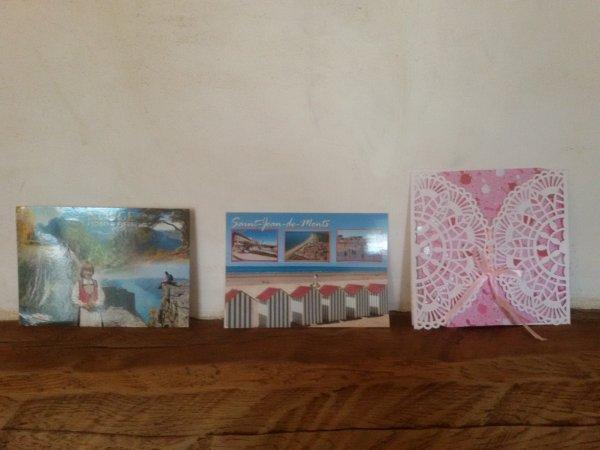 En ce moment sur ma cheminée, les cartes envoyées par mes amies et ma filleule.