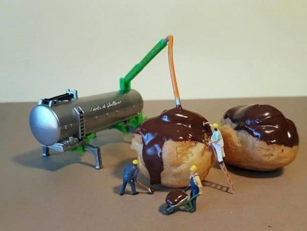 Pour changer des poupées,  les créations d' un chef pâtissier italien  des mini-mondes en pâtisserie