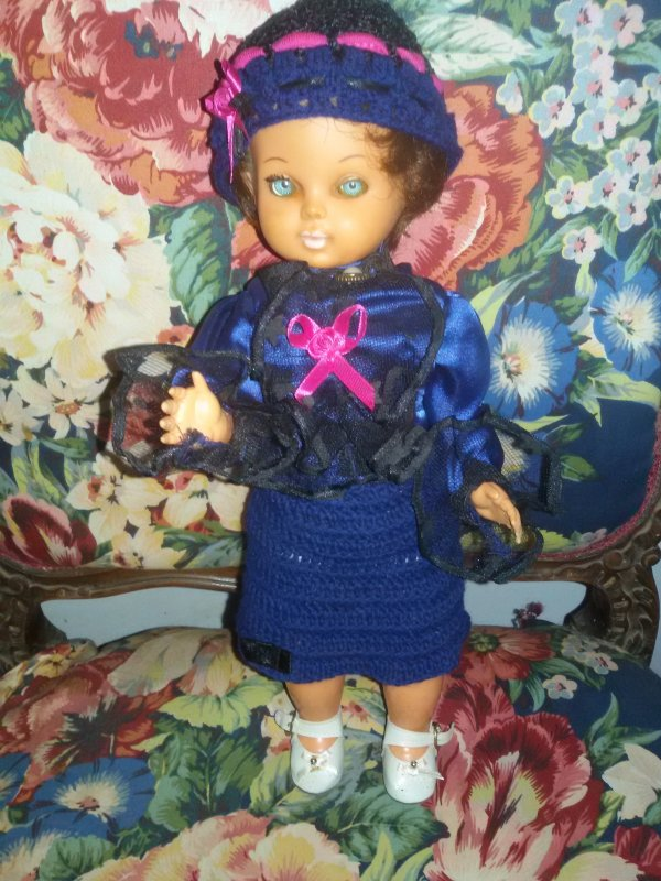 Annie a eu gain de cause, du fuschia pour égayer sa tenue, petit clin d'oeil à Christina.