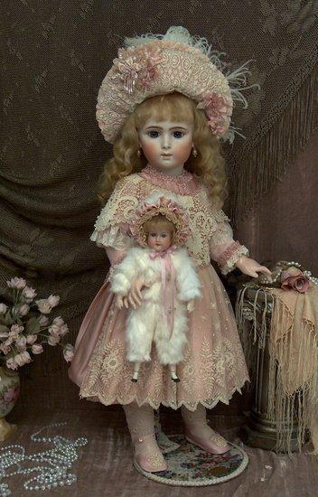 Une ravissante poupée Jumeau triste.
