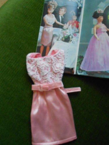Vu sur e..., une robe pour Mily de GéGé acquise pour 62 euros (pas par moi).