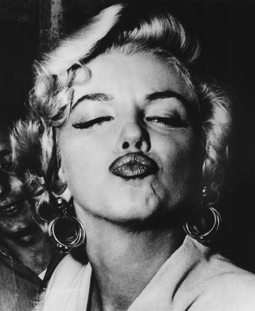 Aujourd'hui, c'est la journée internationale du baiser.