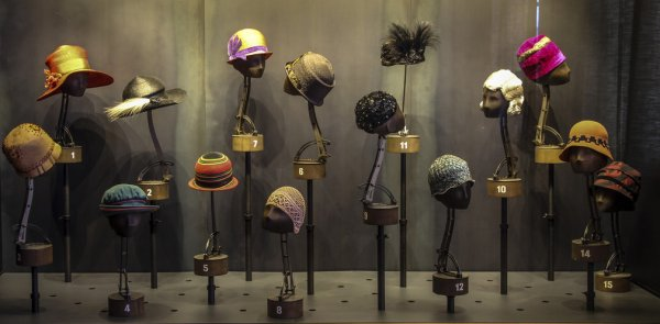 Pour cells qui comme moi aiment les chapeaux. Les sculptures audacieuses de l'artiste modiste Jacques Pinturier