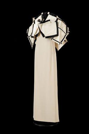 Pour rêvet   un peu  les robes de Roberto Capucci 8 photos.