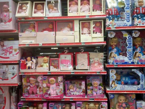 Les jouets ont envahi les magasins.