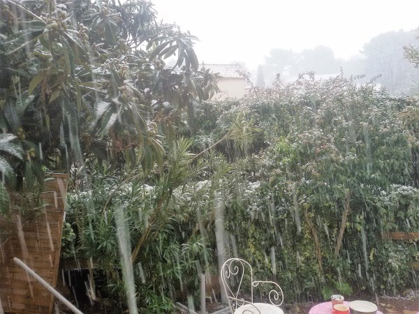 Il neige depuis 15h dans le Var.