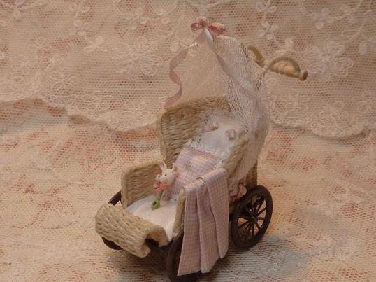 Pour le coup d'oeil,  les miniatures de Diane Yunnie que j'ai découvert en faisant des recherches pour compléter  ma petite malle. 6  photos.