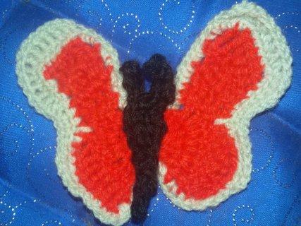 Grille facile pour crocheter un papillon, à coudre en application.