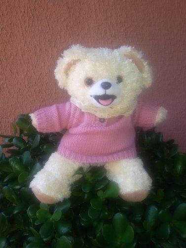 Des pois et de baskets pour ma jolie GéGé. Pendant la pose photos, les ours Cajoline et le Pouet ...