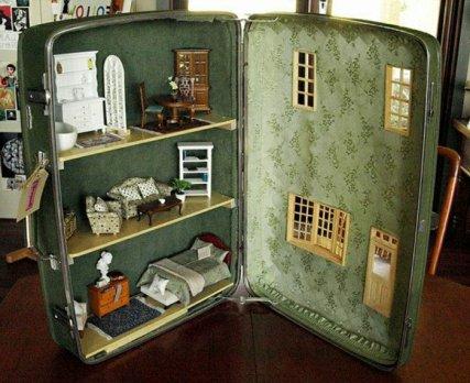 Une valise vintage égale une maison de poupées, non ce n'est pas des maths.