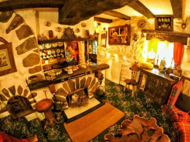 Maison Hobbit, la visite continue à l'intérieur.