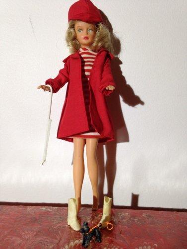 Vu sur eb, une belle Tressy avec sa superbe garde-robe.