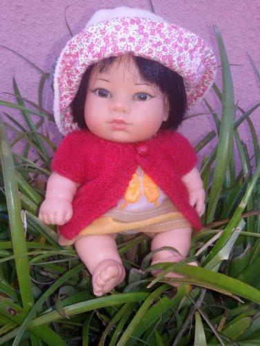 Une petite asiatique née en Espagne.