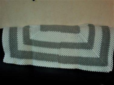 Jeudi dernier, déjeuner sympathique chez une collègue, échanges de cadeaux et après-midi tricot, couture et crochet. 6 photos.