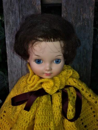 Capes au crochet pour Beedebies de Corolle et Annie de Bella.